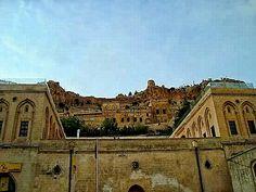 tarihi ptt binasi - historical post building / eski - old mardin / turkey - photo by koto serdar bulgu
