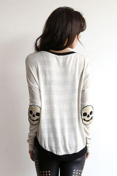 Skull Elbow Patches. Create a style of intelligence, distinction and romantic fashion. Give your old sweater or jacket a new life. http://hative.com/diy-elbow-patches/