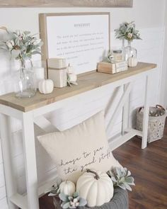 All white farmhouse entry way with white pumpkins and pillows. A calm and sophis. - All white farmhouse entry way with white pumpkins and pillows. A calm and sophisticated space. Farmhouse Style Bedrooms, Farmhouse Bedroom Decor, Modern Farmhouse Decor, Farmhouse Style Decorating, Farmhouse Design, Farm House Decorating, Farmhouse Ideas, Autumn Interior, Home Interior