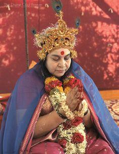 Deities: Divine Cool Breeze volume 24 number 6 Shri Hanuman, Durga, Krishna, Mother Pictures, Cool Pictures, Sahaja Yoga Meditation, Aesthetic Galaxy, Swami Samarth, Divine Mother