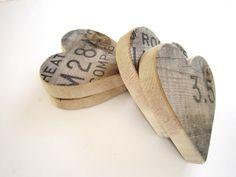 Rustic Wedding Decor . 3 Wooden Hearts . van TheLonelyHeart op Etsy