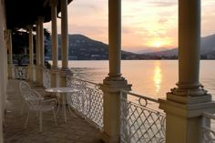 Waterfront historic villa for sale Lake Como  |  Lago Como villa storica...