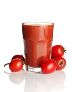 Slow Cooker Tomato Juice Home-Style.I love tomato juice, cannot wait to try this! Smoothie Detox, Smoothie Drinks, Detox Drinks, Healthy Drinks, Healthy Water, Fruit Benefits, Juicing Benefits, Juicer Recipes, Detox Recipes