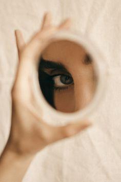 Mirror Photography, Indoor Photography, Creative Portrait Photography, Reflection Photography, Creative Portraits, Girl Photography Poses, Artistic Photography, Beauty Photography, White Photography