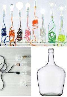 Des lampes réalisées avec des bouteilles en verre et du fil électrique de couleur pour une touche colorée