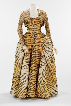"""Gilbert Adrian (American, """"The Tigress"""" Evening Ensemble, Black, beige, and orange silk taffeta chiné; Brooklyn Museum Costume Collection at The Metropolitan Museum of Art 1940s Fashion, High Fashion, Vintage Fashion, 50 Fashion, Fashion Dolls, Fashion Trends, Charles James, Vintage Dresses, Vintage Outfits"""