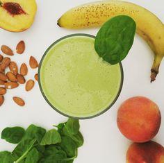 Peaches & Green Protein Smoothie #Recipe #health #snack #fitness #smoothie #juice #vegetarian #peaches