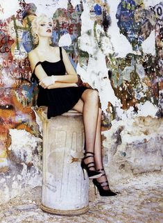 Vogue Editorial September 1994 - Nadja Auermann by Ellen von Unwerth News Fashion, Vogue Fashion, Fashion Art, Fashion Models, Fashion Beauty, Fashion Looks, Female Fashion, Runway Fashion, Vogue Editorial
