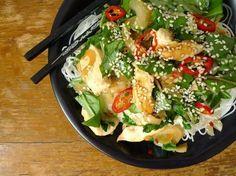 Miehoen is glutenvrij en kun je dus regelmatig op het menu zetten. Een lichte maaltijd met kip en paksoi. | http://degezondekok.nl