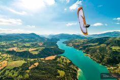 Wing-Over lac de Serre-Poncon with Michael Regnier, Saint Vincent les Forts, Alpes de Haute Provence, France