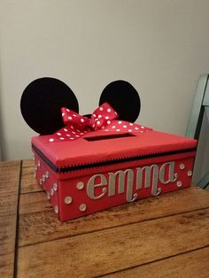 What you do when your daughter starts pre-scho. - Minnie Mouse Valentine's Day box! What you do when your daughter starts pre-school and ❤ Minnie - Valentine Boxes For School, Valentines Day History, Valentines Gift Box, Disney Valentines, Valentines Day Funny, Valentine Crafts For Kids, Diy Valentine's Box, Minnie Mouse, Friends