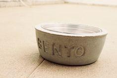 Estilo industrial no cafofo até seu cachorro quer. Vem aprender fazer um comedouro de concreto massa!