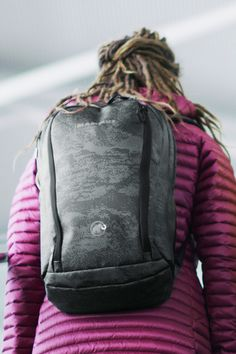 The modern Eiger camouflage look of our special-edition Seon Shuttle X is inspired by the Eiger's famous north face. The backpack is a robust, timeless classic for daily commutes.