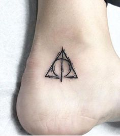It is Harry Potter! So currently there are various kinds of Harry Potter tattoos available with this type. Trendy Tattoos, Unique Tattoos, New Tattoos, Cool Tattoos, Tatoos, Time Tattoos, Awesome Tattoos, Tiny Harry Potter Tattoos, Harry Tattoos