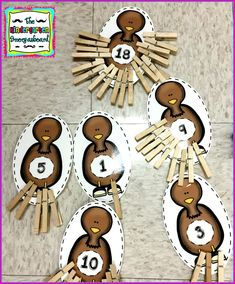 How many feathers on the turkey? This free, hands on Thanksgiving math center is great for counting and fine motor skills! Thanksgiving Games For Kids, Thanksgiving Crafts, Kindergarten Thanksgiving, Free Games For Kids, Motor Skills, Fine Motor, Counting, Feathers, Turkey