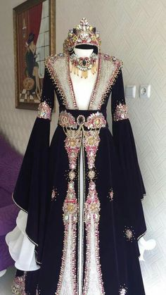 GüzelLove the detail work, and elegant sleeves on this. Medieval Dress, Medieval Clothing, Fantasy Gowns, Arab Fashion, Royal Dresses, Groom Dress, Pretty Outfits, Designer Dresses, Beautiful Dresses