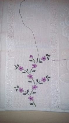 This Pin was discovered by Sab Cross Stitch Borders, Cross Stitch Flowers, Cross Stitch Designs, Cross Stitching, Cross Stitch Patterns, Knitting Patterns, Towel Embroidery, Floral Embroidery, Embroidery Stitches