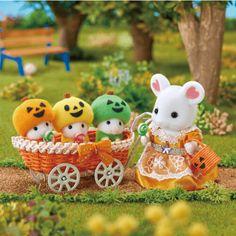 シルバニアファミリー35thスペシャルサイト|Sylvanian Families 35th Special Web Site Megan 4, Calico Critters Families, Sylvania Families, Toy 2, Doll Crafts, Miniture Things, Toy Boxes, Cute Designs, Homemade Gifts