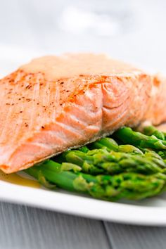 Eat Salmon & Tons of Antioxidants!  Salmon's high omega-3 content helps hydrate skin from the inside out and reduce the inflammation that can cause skin redness, says Baumann. And antioxidant-rich foods and drinks—blueberries, dark greens, green tea and coffee—help fight free radicals that can damage the cellular structures of the skin, accelerating skin aging.