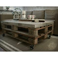 Soffbord gjort av lastpallar