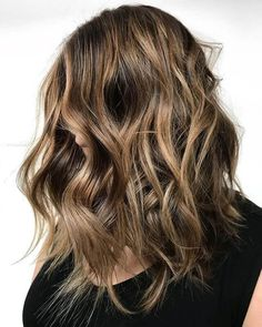 50 Best and Stylish Ideas for Long Bob Haircuts We Adore in 2019 – Frisuren 2020 Haircuts For Wavy Hair, Short Wavy Hair, Long Bob Hairstyles, Modern Hairstyles, Bob Haircuts, Hot Hair Styles, Curly Hair Styles, Visage Plus Mince, Corte Long Bob