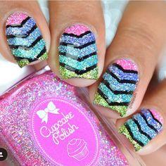 Amazing mani by the fabulous Lifeisnails! Love it! - Small Single Chevrons snailvinyls.com