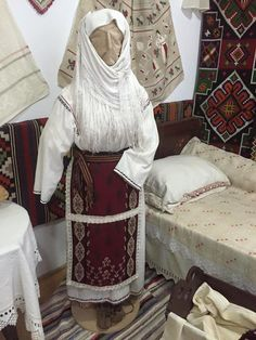 Costum popular femeiesc din Tulcea, Dobrogea Folk Costume, Costumes, Victorian, Textiles, Traditional, Embroidery, Blouse, Dresses, Fashion
