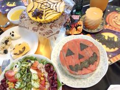 I made pumpkin cheese cake, Jack-o'-Lantern sushi and Salisbury steak for Halloween party.