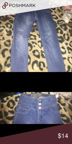Skinny jeans These skinny jeans/jeggings are high waisted with 3 buttons they have only been worn a couple times and in great condition still they are 7/8 in juniors Pants Skinny