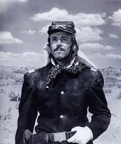 Henry Fonda dans Le Massacre de Fort Apache de John Ford www.editionsmontparnasse.fr/recherche?q=le+massacre+de+fort+apache