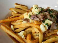 Duck Confit Poutine - sweet fancy Moses yes! Confit Recipes, Duck Recipes, Game Recipes, Potato Recipes, Canadian Dishes, Canadian Food, Healthy Sauces, Healthy Recipes, Wedding Food Stations