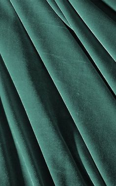 Create a luxury theme in your space with this emerald green wallpaper, a velvet look design that's full of stylish depth. Velvet Wallpaper, Luxury Wallpaper, Dark Wallpaper, Textured Wallpaper, Designer Wallpaper, Dark Colors, Colours, Mal Humor, Festival Hall