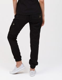 The Jogger Pant in Black is a contemporary addition to women's medical scrub outfits. ShopJaanuufor scrubs, lab coats and other medical apparel.