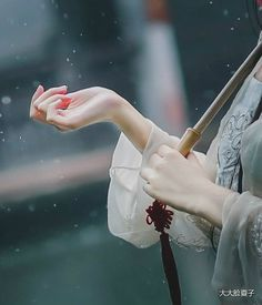 chinese ancient fashion Hand Photography, Dream Photography, Girl Photography Poses, Autumn Photography, Creative Photography, Stylish Girl Pic, Cute Girl Photo, Girl Photo Poses, Cool Pictures For Wallpaper