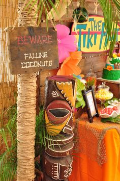 Traipsing for tropical bliss? If so, this Tiki Hut Luau Party is a tantalizing hit! See it an all of Kara's Party Ideas luau party ideas here! Luau Theme Party, Hawaiian Luau Party, Tiki Party, Tropical Party, Tropical Pool, Beach Party, Luau Birthday, 1st Birthday Girls, 10th Birthday