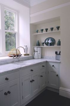 Bespoke Solid Wood Kitchens | The White Kitchen Company #farrow&ball #periodliving #kitchens