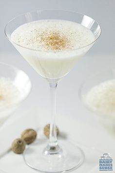 Offer your guests a holiday toast with this Vanilla Eggnog, garnished with freshly grated nutmeg. via Midwest Dairy Healthy Cocktails, Yummy Drinks, Yummy Food, No Dairy Recipes, Wine Recipes, Brown Sugar Syrup, Cooking Icon, Easy Holiday Recipes