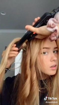 Easy Hairstyles For Long Hair, Curly Hair Tips, Curled Hairstyles, Back To School Hairstyles, Hair Tips Video, Hair Videos, Medium Hair Styles, Short Hair Styles, Short Hair Bun