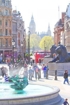 Trafalgar Square, London. Tips for Planning a London Vacation. www.kevinandamanda.com. #travel #london #england