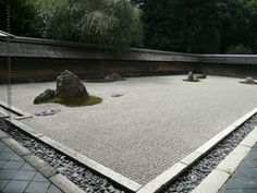 The history and photos of Ryoan-ji temple in Kyoto, Japan. The zen temple has two excellent gardens. One is Karesansui (Dry Landscape) rock garden and the other is a pond-boating garden. Asian Garden, Japanese Rock Garden, Zen Rock Garden, Garden Stones, Japanese Gardens, Japanese Temple, Japanese Water, Ryoanji, Landscape Architecture