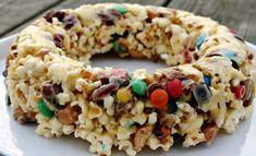 Popcornkage med skumfidusser, nødder & M&M Popcorn Mix, Diy Snacks, Cook N, Tasty, Yummy Food, Homemade Candies, Cakes And More, Love Food, Kids Meals