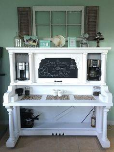 Qué bonita propuesta! transformar un viejo piano que ya no se utilice en una zona de office, que idea!!!!