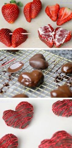 Aperitivo sencillo: Corazones de fresas cubiertos de chocolate. Perfect for…