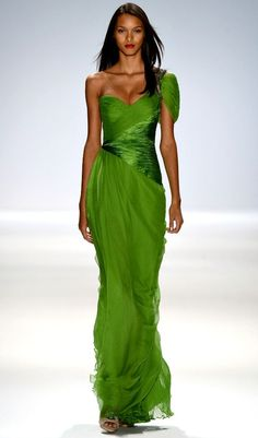 i love this color and the dress is gorgeous! Carlos Miele Spring Summer 2013 Ready-To-Wear Collection Green Fashion, Look Fashion, Runway Fashion, Fashion Show, Fashion Spring, French Fashion, Winter Fashion, Fashion Tips, Beautiful Gowns