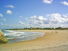 Por ser quase deserta, Praia Grande, em Santa Catarina, costuma ser frequentada por naturistas