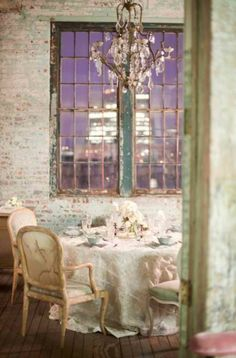Love the marriage of rustic and elegant.