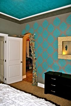 damask stenciled wall, tute Dining/Kitchen color inspiration