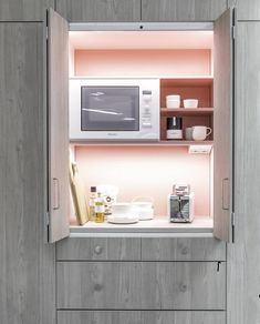 Aamu alkaa pirteän  beben  värisen aamiaiskaapin kanssa. Bathroom Medicine Cabinet, Cabinet, Bathroom