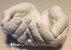 DIY Life Cast Concrete Hands - Made by Barb - Alginate Life cast plaster to silicone concrete mold making tutorial Diy Plaster, Plaster Crafts, Concrete Crafts, Concrete Projects, Plaster Hands, Hand Molding, Diy Molding, Diy Crafts For Gifts, Diy Home Crafts