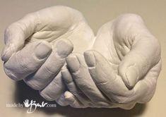 DIY Life Cast Concrete Hands - Made by Barb - Alginate Life cast plaster to silicone concrete mold making tutorial Concrete Crafts, Concrete Projects, Hand Molding, Diy Molding, Concrete Molds, Concrete Planters, Hand Planters, Diy Plaster, Life Cast